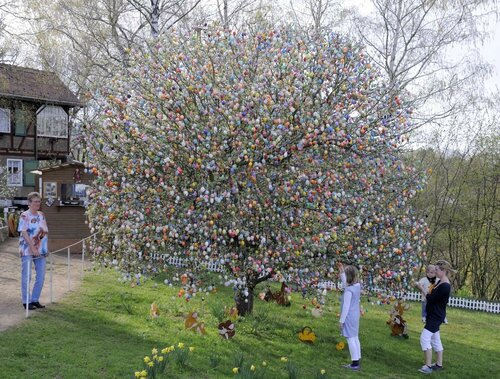 germany-easter-egg-tree01