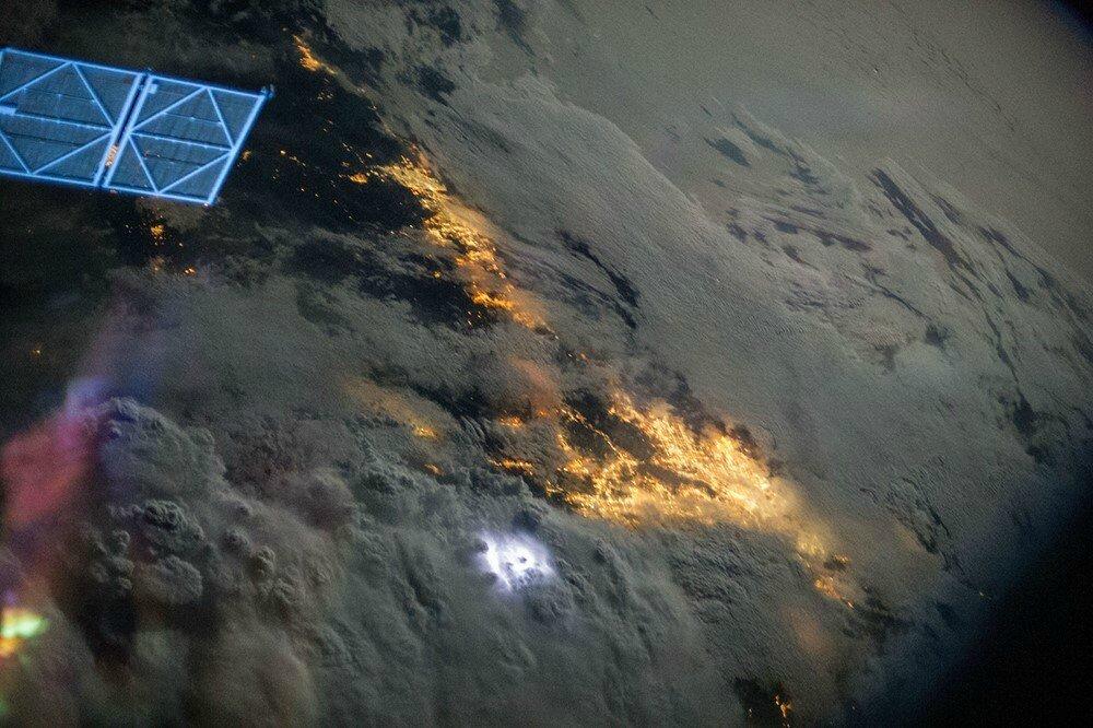 pollution lumineuse vue de l espace Los Angeles et San Diego