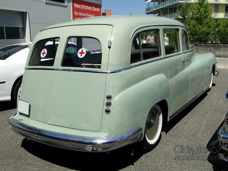 chrysler-new-yorker-ambulance-1948-02