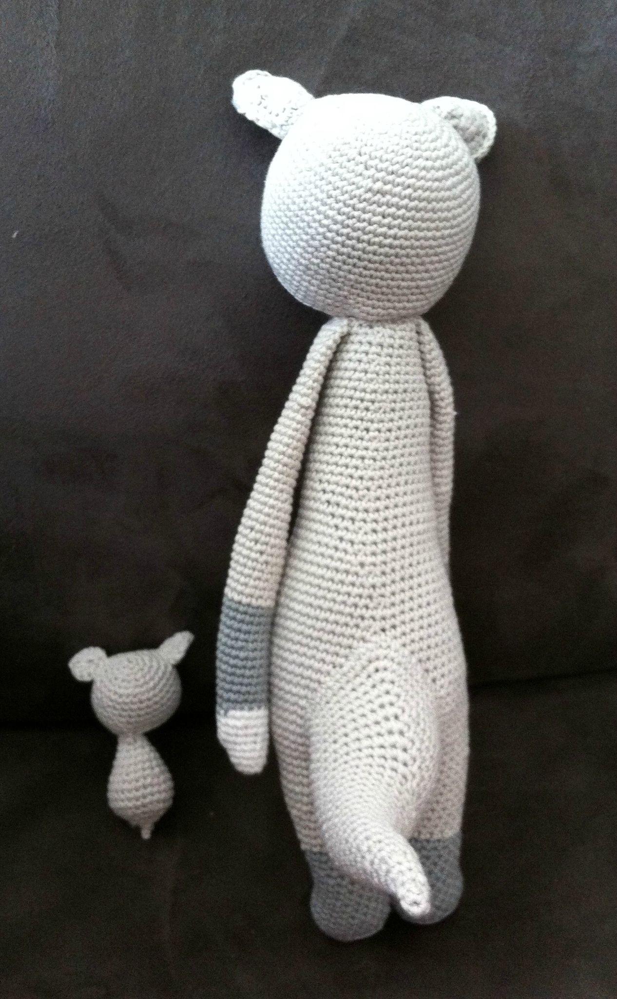Kira kangourou de dos avec son bébé