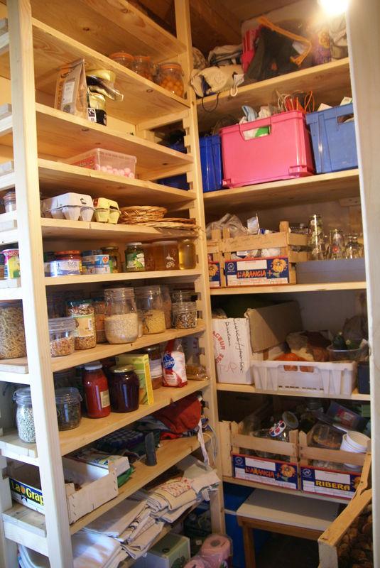 Un cellier rendre jalouses toutes autoconstruction de notre maison bioclimatique estrennes - Cellier dans une maison ...