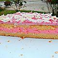 Gâteau fourré à la crème de marshmallow à la fraise