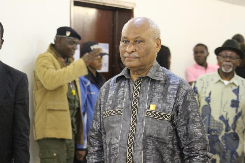 Le ministre laurent Esso, à son arrivée. Juste derrière lui, le ministre Lejeune Mbella Mbella