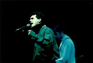 1989_12_The_Beautiful_South_Brixton_Academy_01