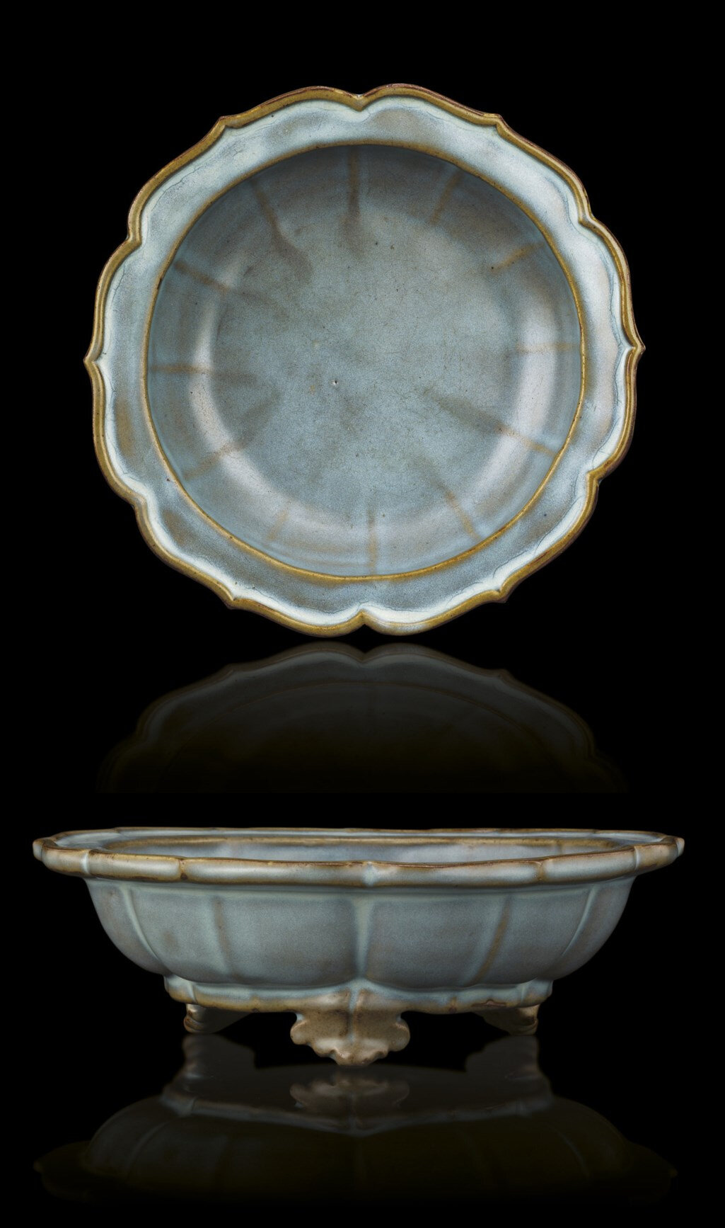 A fine and rare 'numbered' junyao foliate rim tripod 'Narcissus' bowl, Yuan-Early Ming dynasty, 14th-15th century
