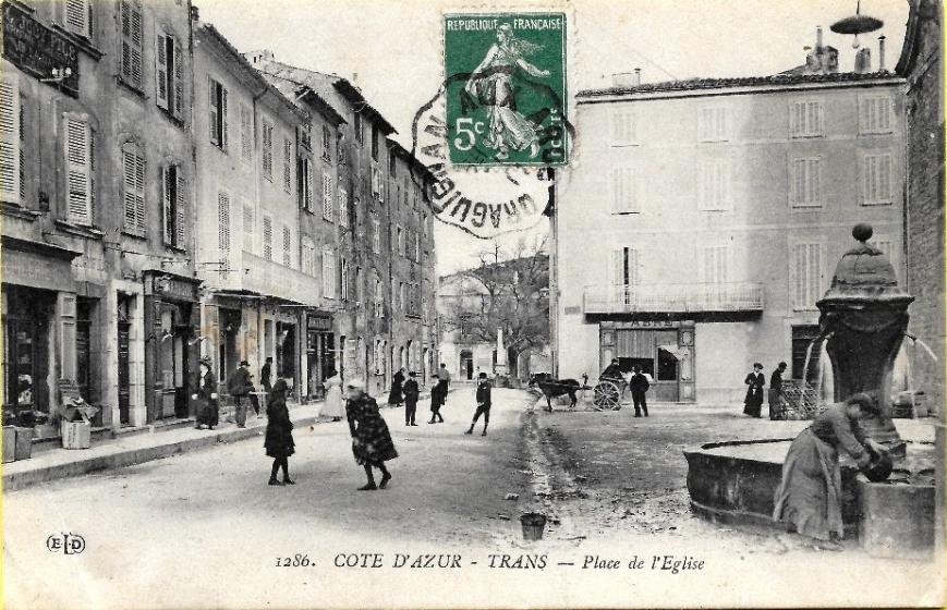 Trans en Provence-Place de l'Eglise