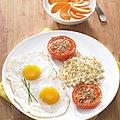 Tomates provençales, œufs et quinoa
