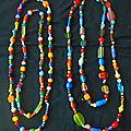 quatre colliers perles de verre multicolores