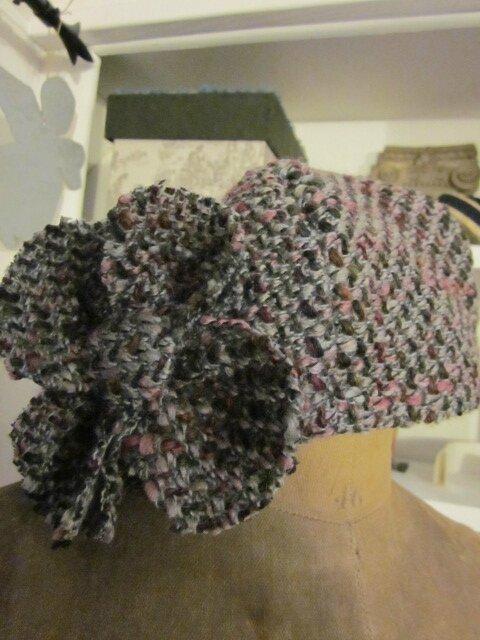 Chapeau AGATHE en lainage chiné gris et rose avec fleur (5)
