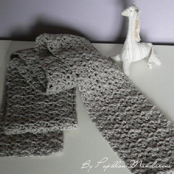 écharpe crochet gris