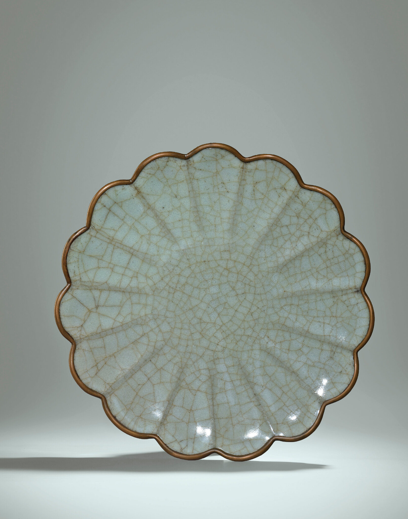 An important and extremely rare Guan chrysanthemum-shaped dish, Southern Song Dynasty (1127-1279)