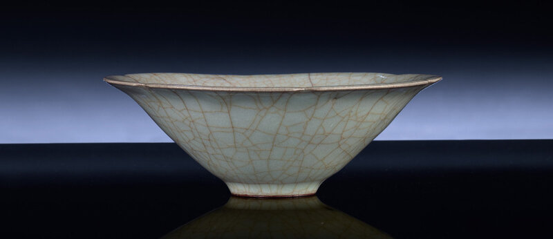 A very rare Guanyao mallow-form bowl, Southern Song dynasty, 12th-13th century (3)