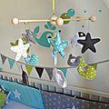 mobile éveil bébé baleine anis turquoise gris blanc étoiles décoration chambre bébé enfant 2