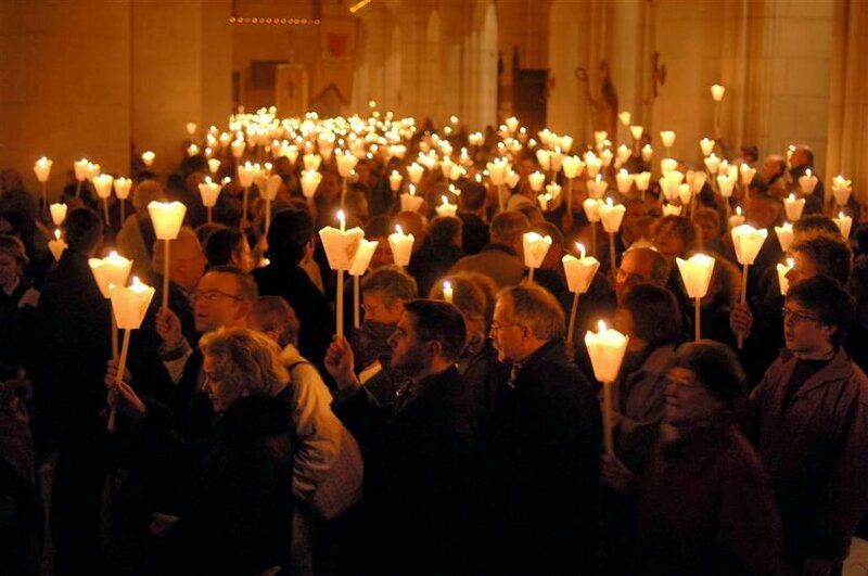 st-nicolas-de-port-procession-flambeaux