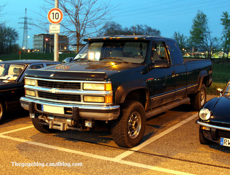 Chevrolet_silverado_2500_pick_up__Rencard_Burger_King_avril_2011__01