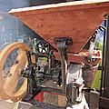 Démarrage ancien moulin à grains de marque inconnue