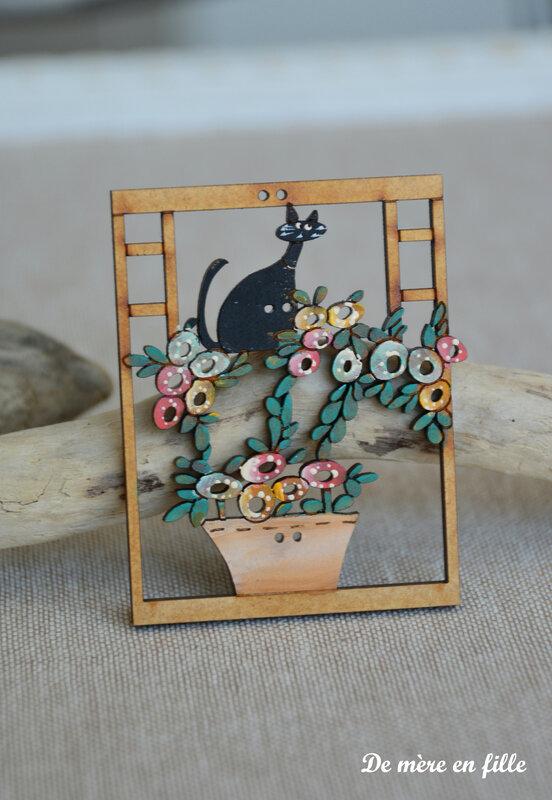 chat et fenêtre fleurie