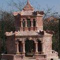 Replique en marbre rose du pavillon de stele du mausolee de khai dinh.
