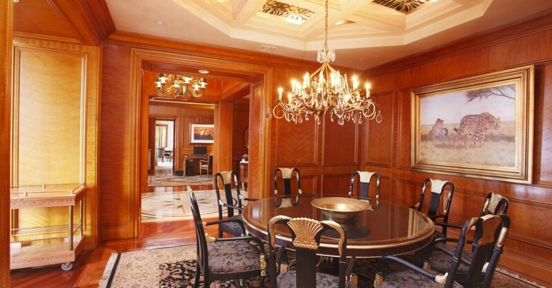 palace-king-suite-dining-room-0963
