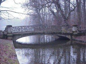 Bruecke_im_Schlosspark_Nymphenburg_Muenchen