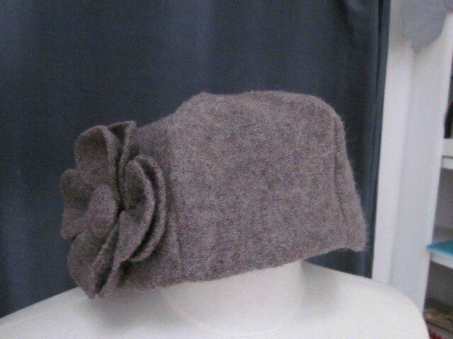 Chapeau AGATHE en laine bouillie taupe avec fleur - Doublure de coton beige imprimé blanc - Taille 56 (2)