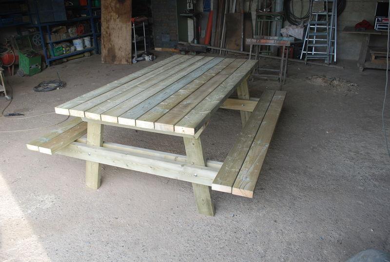 table de jardin petits bricolages fait de mes petite mains. Black Bedroom Furniture Sets. Home Design Ideas