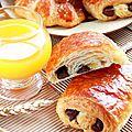 Viennoiseries pains au chocolat & croissants fourrés aux amandes { pas-à-pas en images }