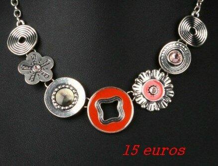 71cmisCollier Axelle création en émail orange et strass de verre avec fleurs et disques sur chaîne forçat 15