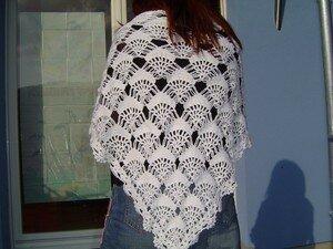 chale blanc crocheté