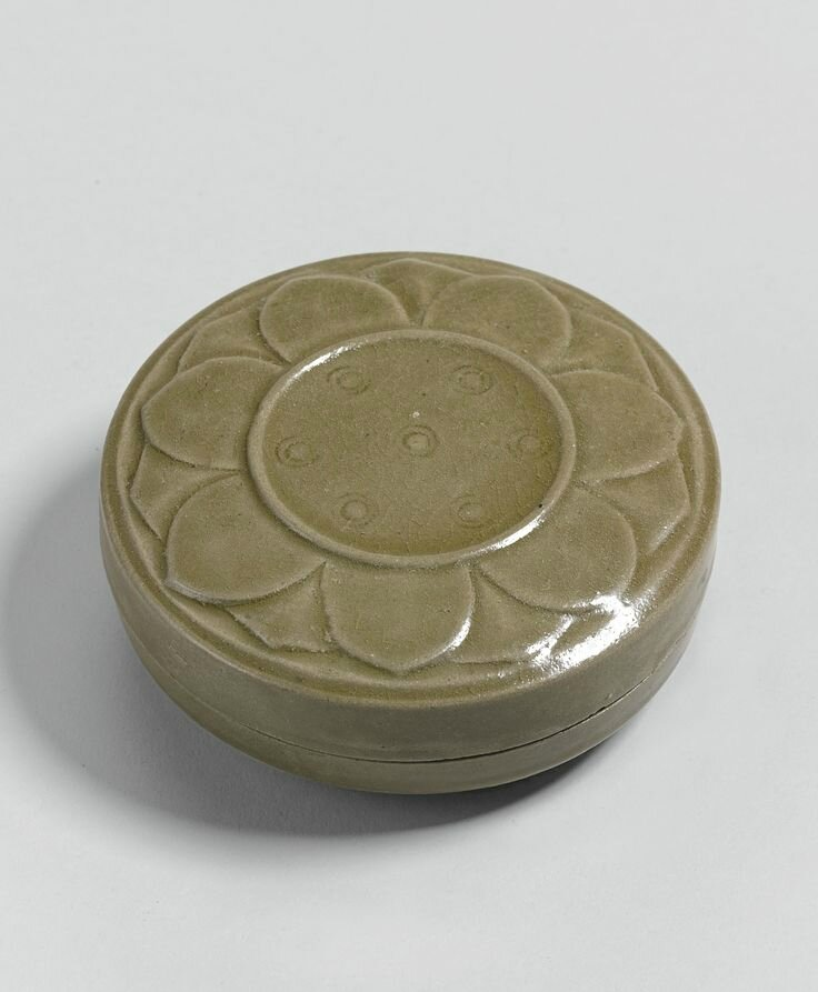 A 'Yue' box and cover, Five Dynasties-Northern Song dynasty