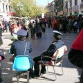 Les flics surveillent les tibétains