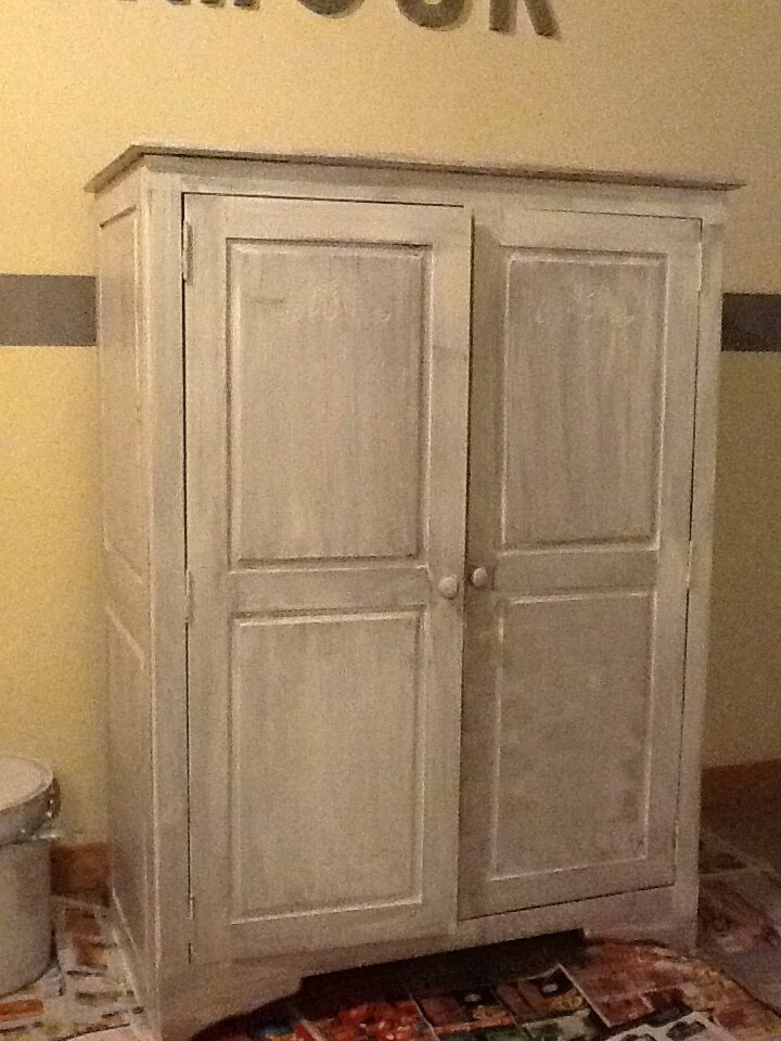 armoire de scrap vanille cassis. Black Bedroom Furniture Sets. Home Design Ideas