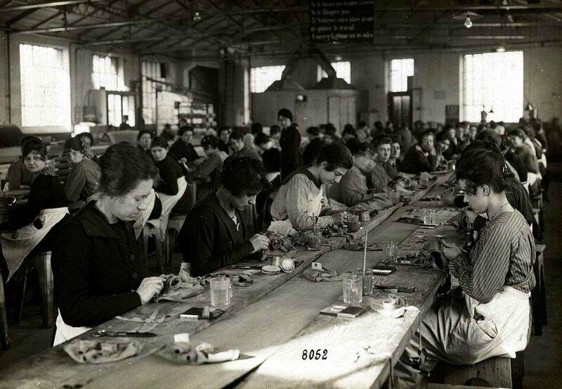 Fabrication de masques à gaz chez Michelin 1915-1