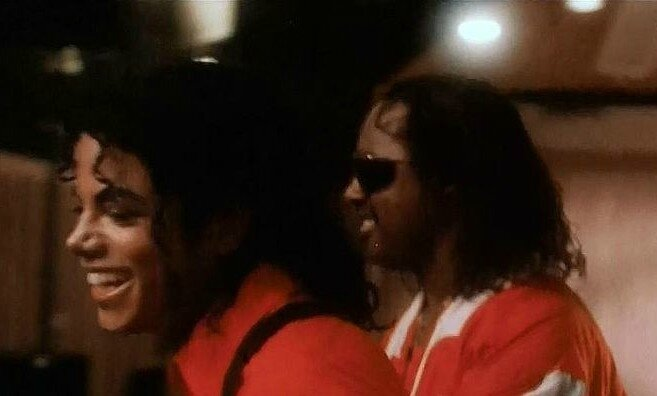 In-The-Recording-Studio-With-Micheal-Jackson-stevie-wonder-36855694-736-418