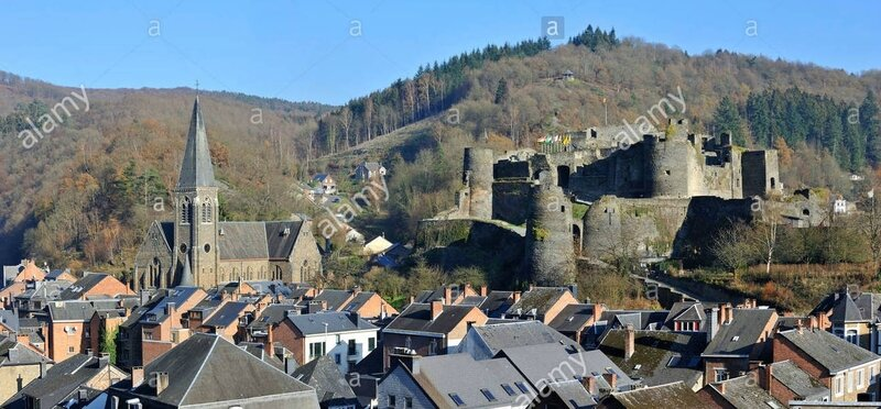 the-tourist-town-la-roche-en-ardenne-and-medieval-castle-along-the-CBTP46