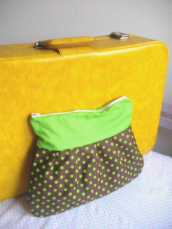 pochette à beauté-pochette-trousse-trousse de toilette-pois-marron-vert-valise vintage
