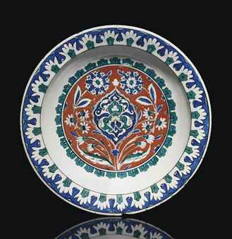 an_impressive_and_large_iznik_pottery_dish_ottoman_turkey_circa_1585_9_d5551063h
