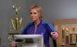 jane_lynch_sue_sylvester_treadmill_glee