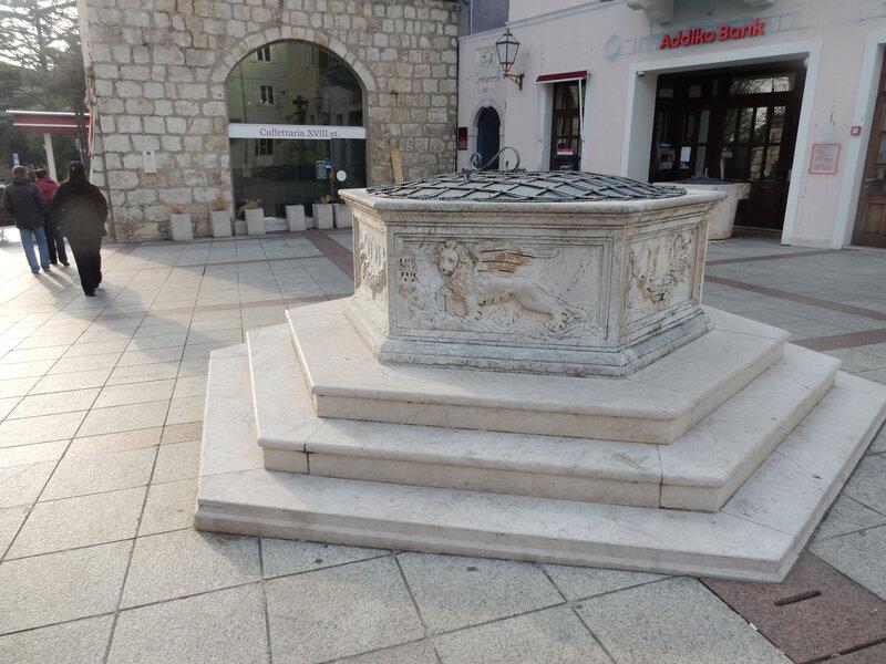 Krk, détaild'un puits, 21 février 2017 (author Philippe Bensimon)