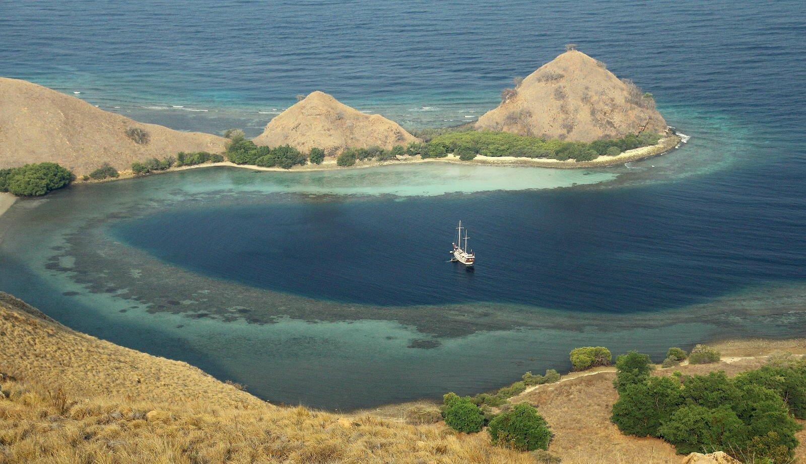 Les petites îles de la Sonde en bateau