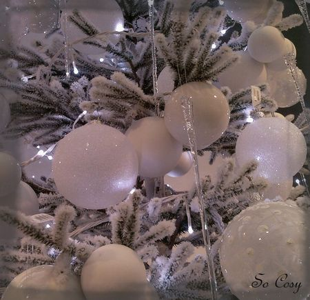 boules_blanches_sapin_noel