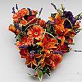 Coeur en fleurs artificielles pour fleurir vos disparus , de très belle qualité