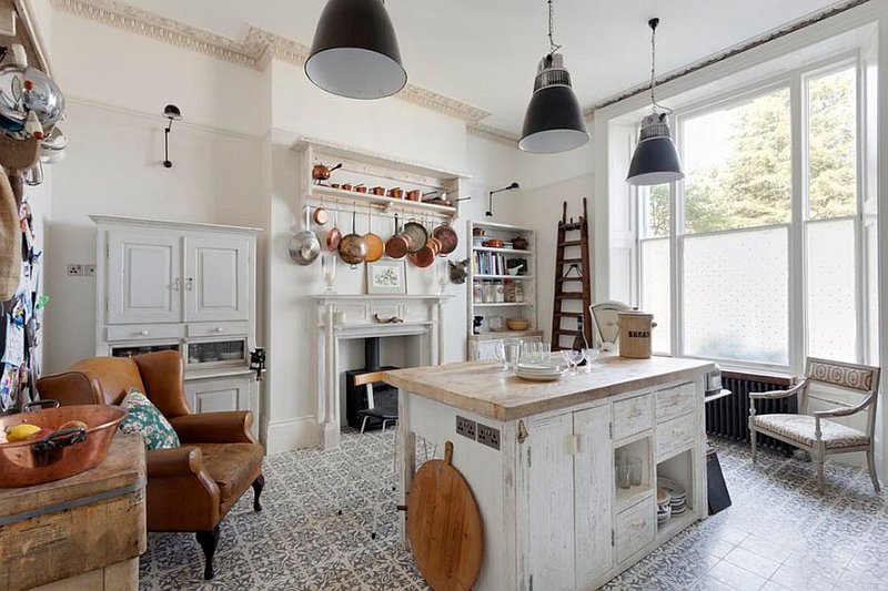 Beautiful-shabby-chic-style-kitchen-with-tiled-flooring