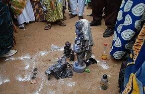 Résultat d'images pour MARABOUT VAUDOU SORCIER DU BENIN