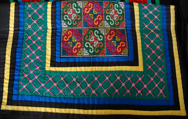 Broderie Hmong