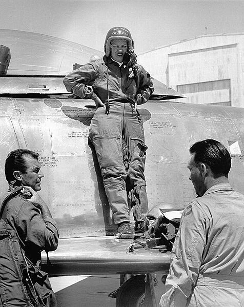 476px-Jacqueline_Cochran_standing_on_the_wing_of_her_aircraft