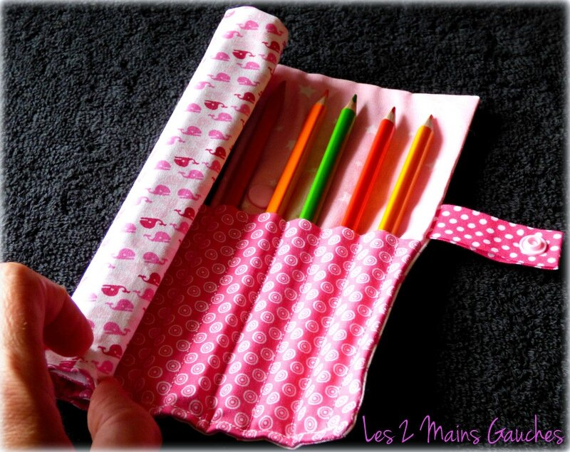 trousse roulée rose baleines roses