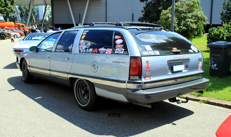 Buick_roadmaster_Estate_Wagon_limited_edition___1991_1996__RegioMotoClassica_2010__02