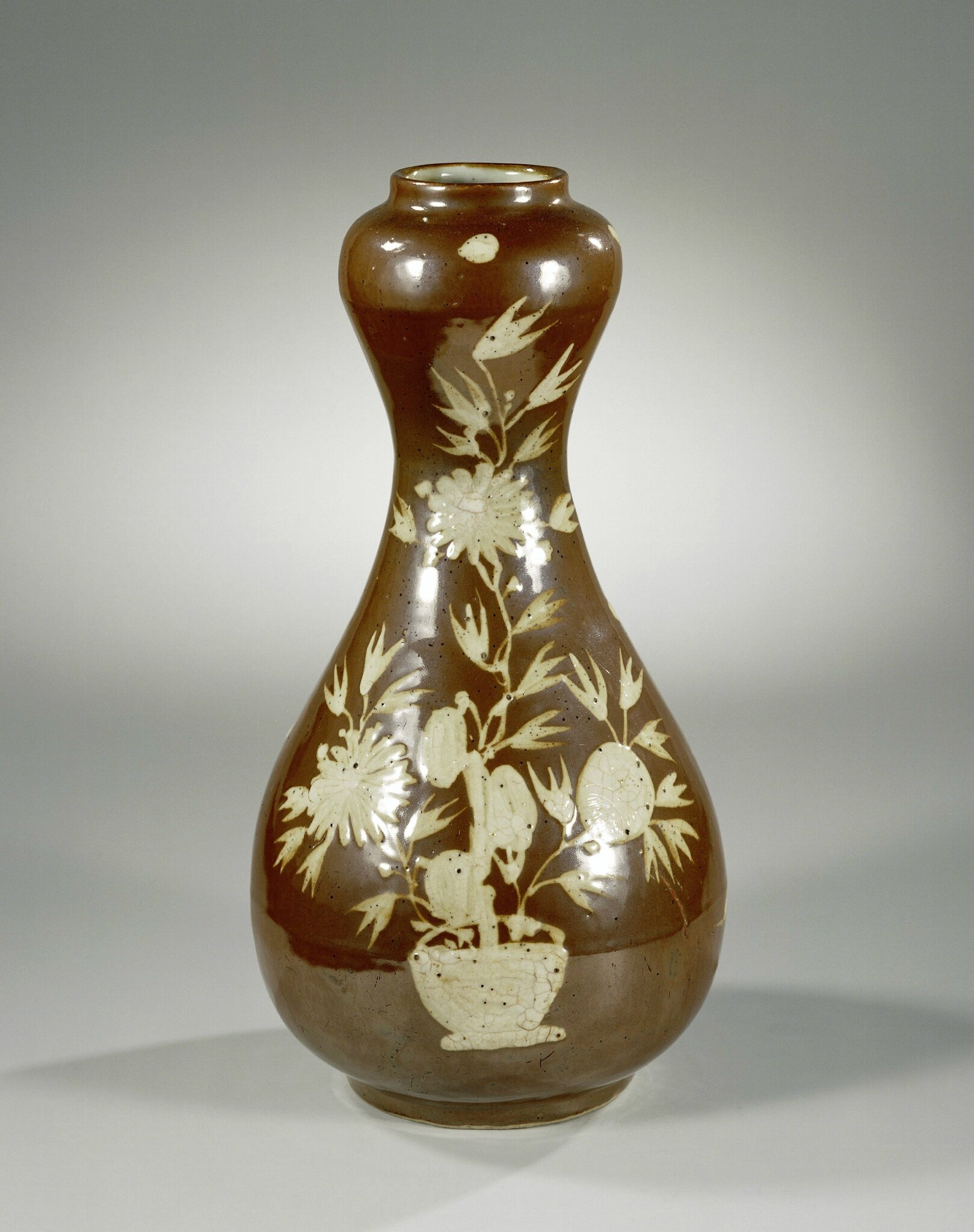 Vase with flowers in white on a brown glaze, Wanli period, c