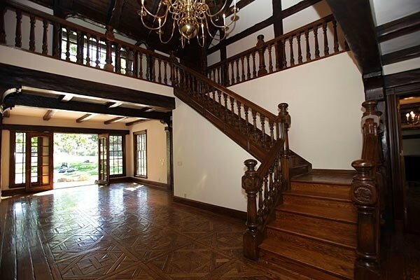 neverland-house-entry-way-neverland-valley-ranch-19461592-600-400